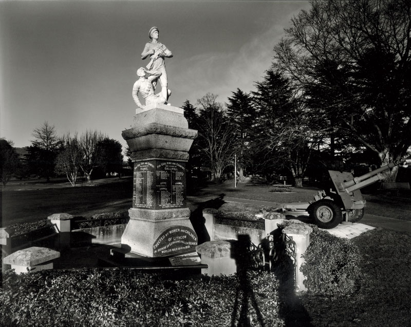 Laurence Aberhart, War Memorial, Lithgow, 1997, silver gelatin and selenium-toned photograph. Courtesy the artist and Darren Knight Gallery