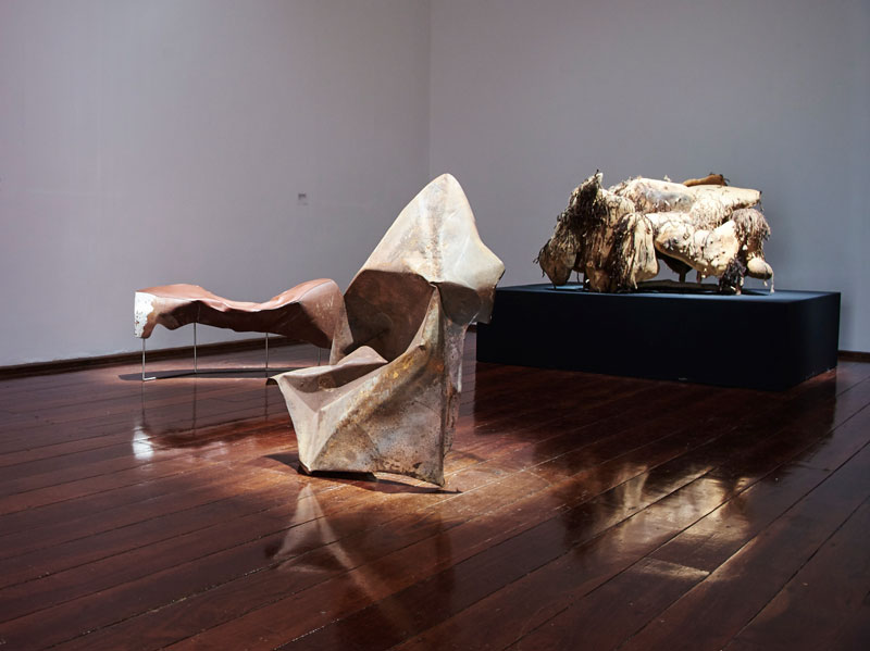 From left: Trent Jansen, Johnny Nargoodah and Duane Shaw, Collision Bench, 2017, found car bonnet, stainless steel and New Zealand cow leather; Trent Jansen, Johnny Nargoodah and Duane Shaw, Collision Vessel, 2017, found car bonnet; Elsie Dickens, Trent Jansen, Yangkarni Penny K-Lyons, Myarn Lawford, Rita Minga, Eva Nargoodah, Illium Nargoodah, Johnny Nargoodah, Duane Shaw and Gene Tighe, Jangarra Armchair, 2017, Jartalu wood, gum branches, human hair and fasteners. Photo: Rebecca Mansell. Courtesy and © the artists, Mangkaja Arts Resource Centre and Fremantle Arts Centre
